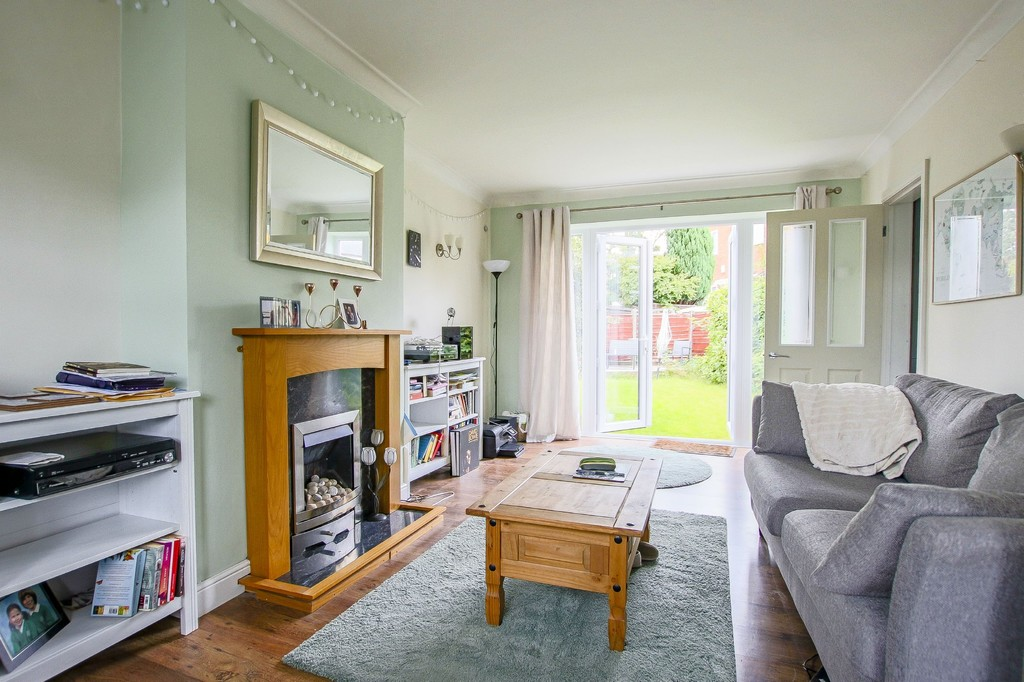 4 Bedroom Semi-detached House To Rent - Image 4