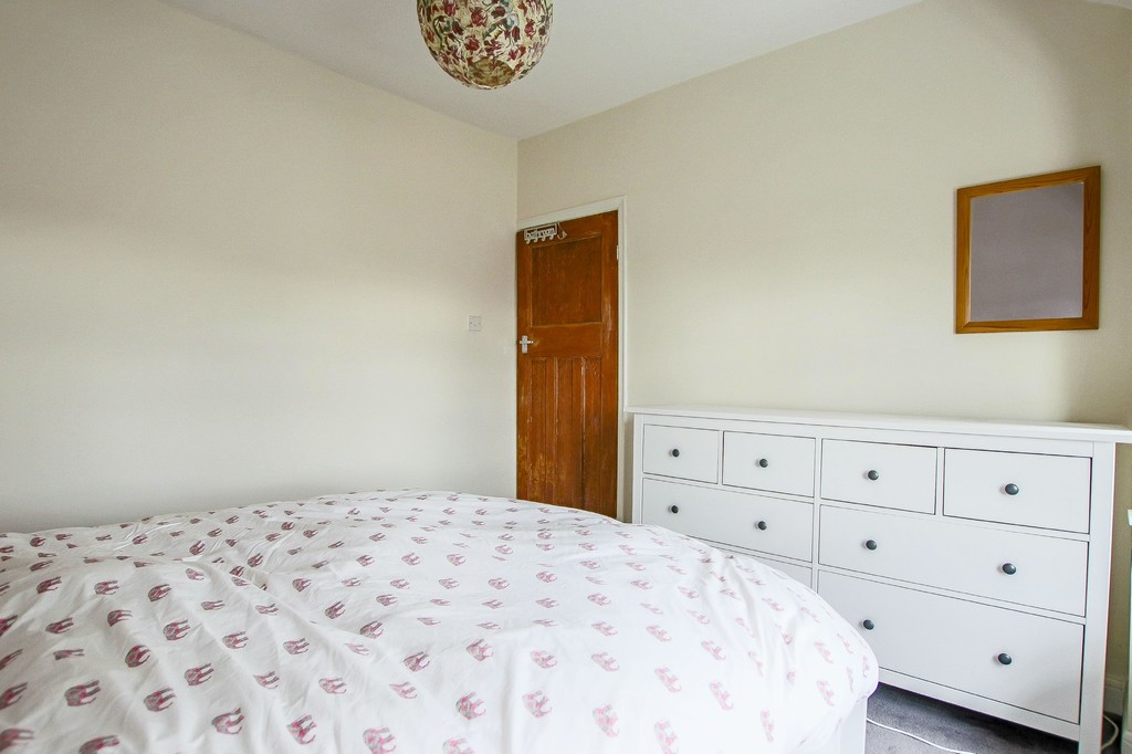 4 Bedroom Semi-detached House To Rent - Image 13