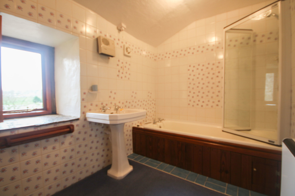 4 Bedroom Farm House To Rent - Image 17