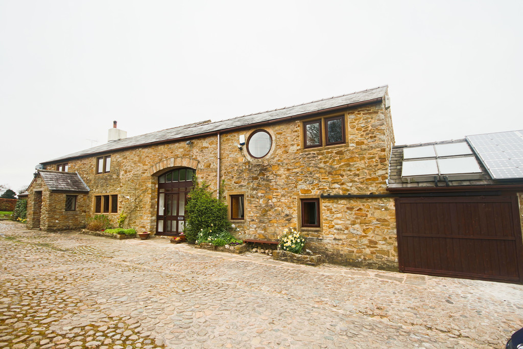 4 Bed Farm House To Rent - Main Image