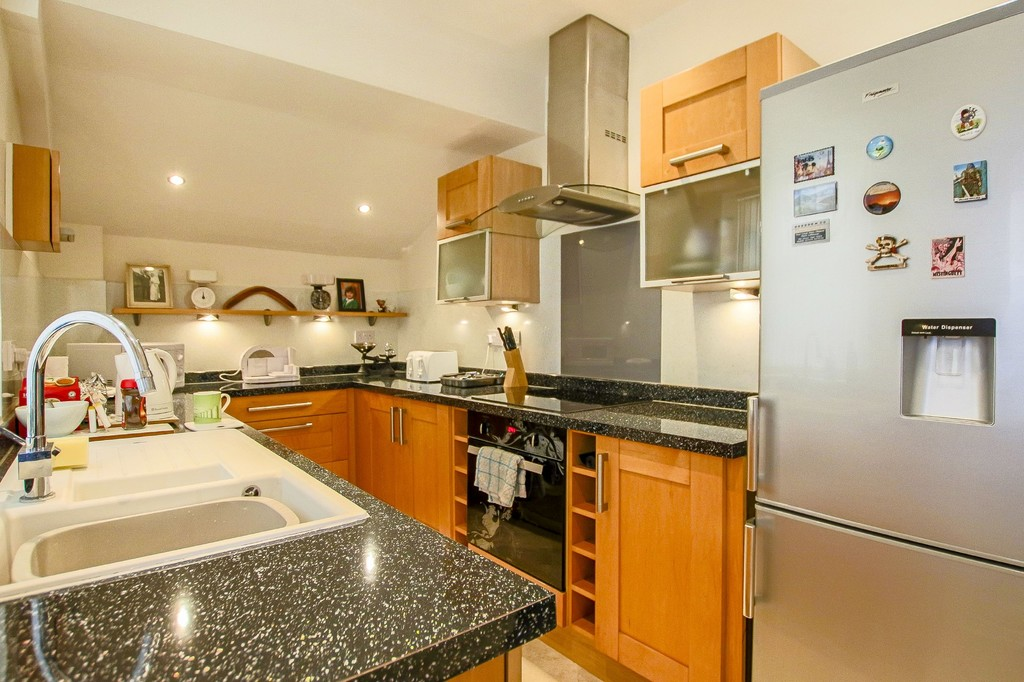2 Bedroom Mid Terraced House To Rent - Image 18