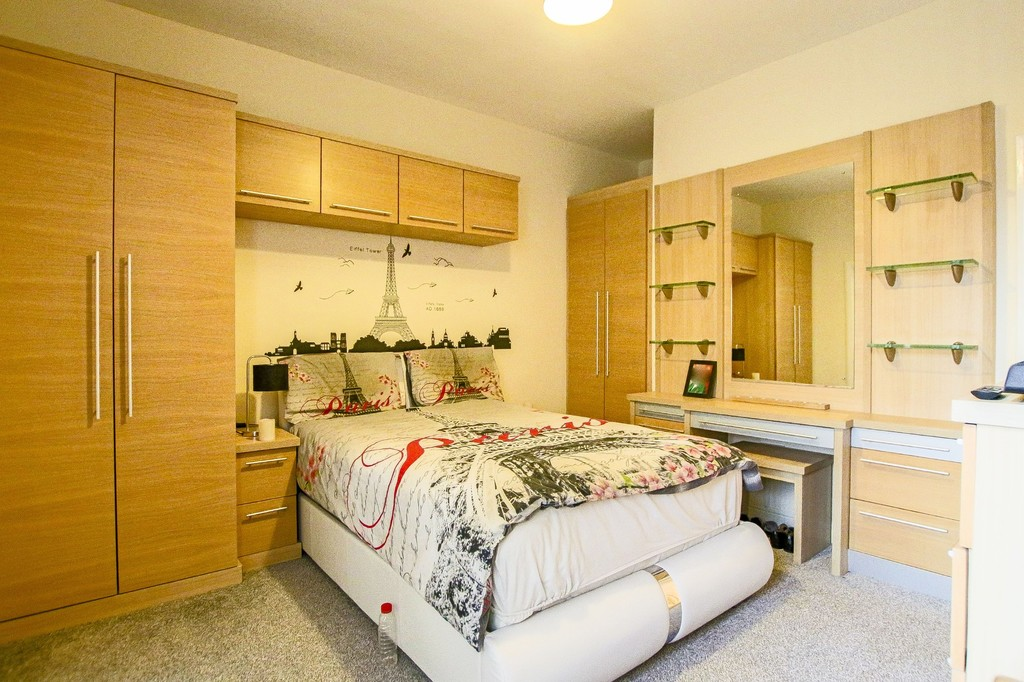 2 Bedroom Mid Terraced House To Rent - Image 16