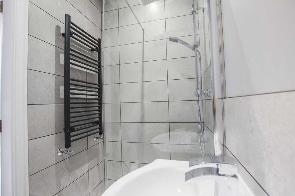 2 Bedroom Apartment Flat To Rent - Image 8