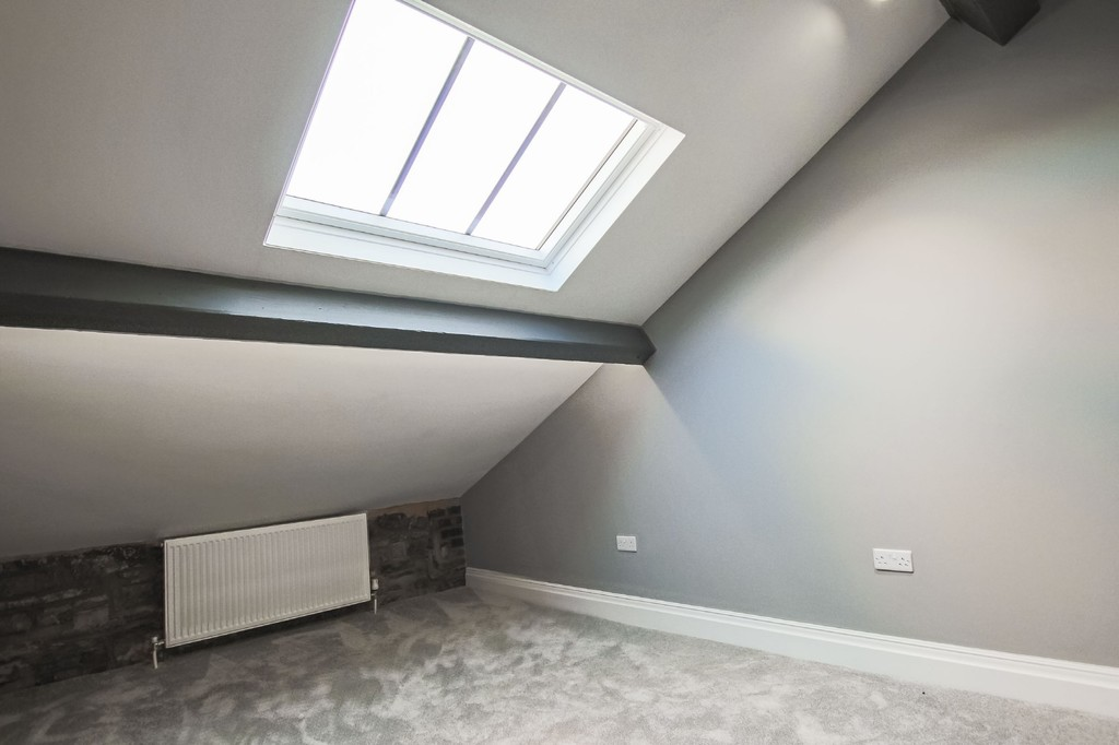 2 Bedroom Apartment Flat To Rent - Image 5