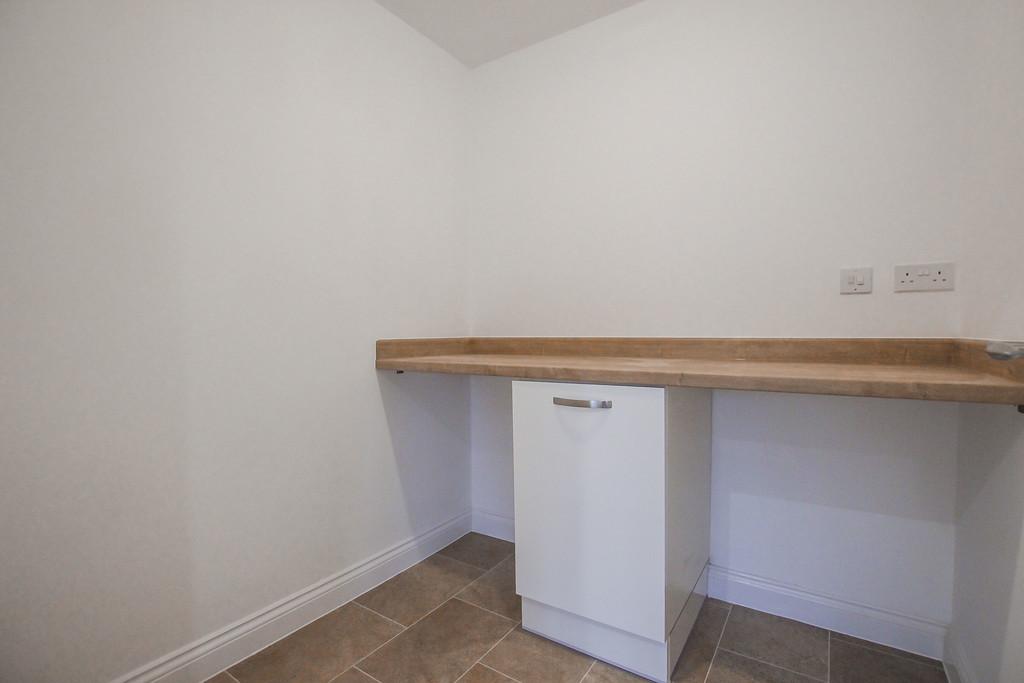 1 Bedroom Semi-detached Bungalow Bungalow To Rent - Image 7