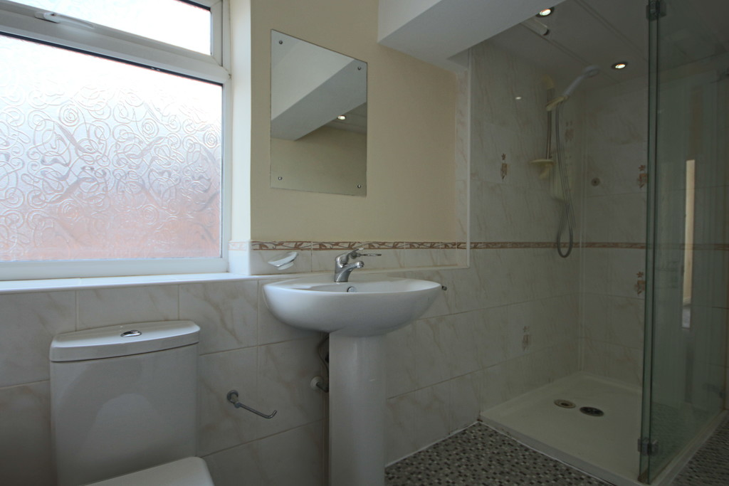 4 Bedroom Semi-detached House To Rent - Image 18