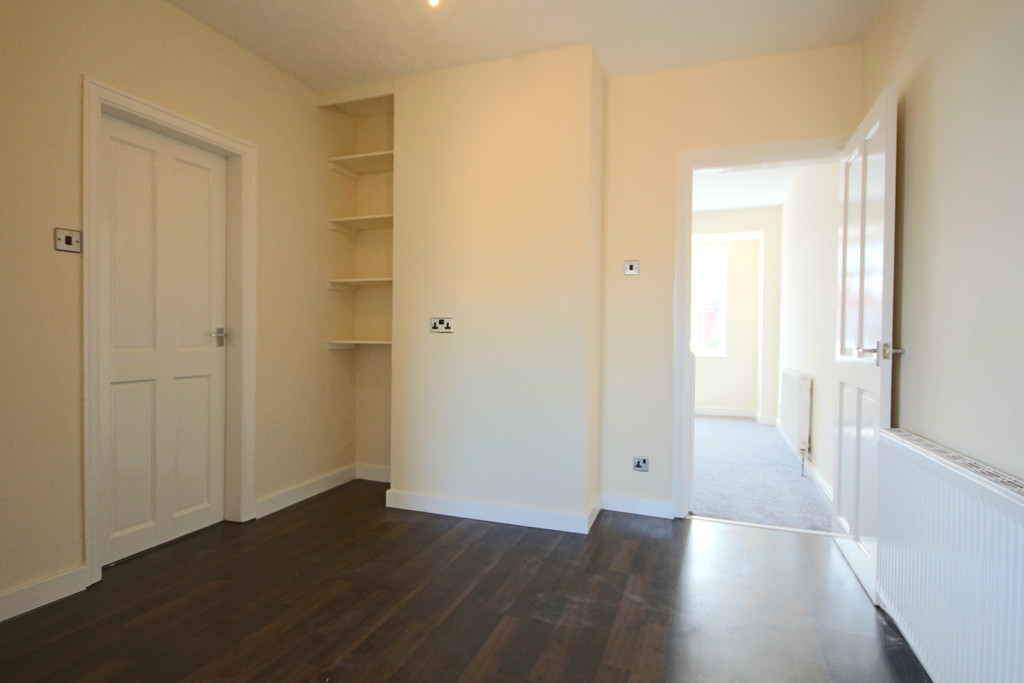 4 Bedroom Semi-detached House To Rent - Image 5