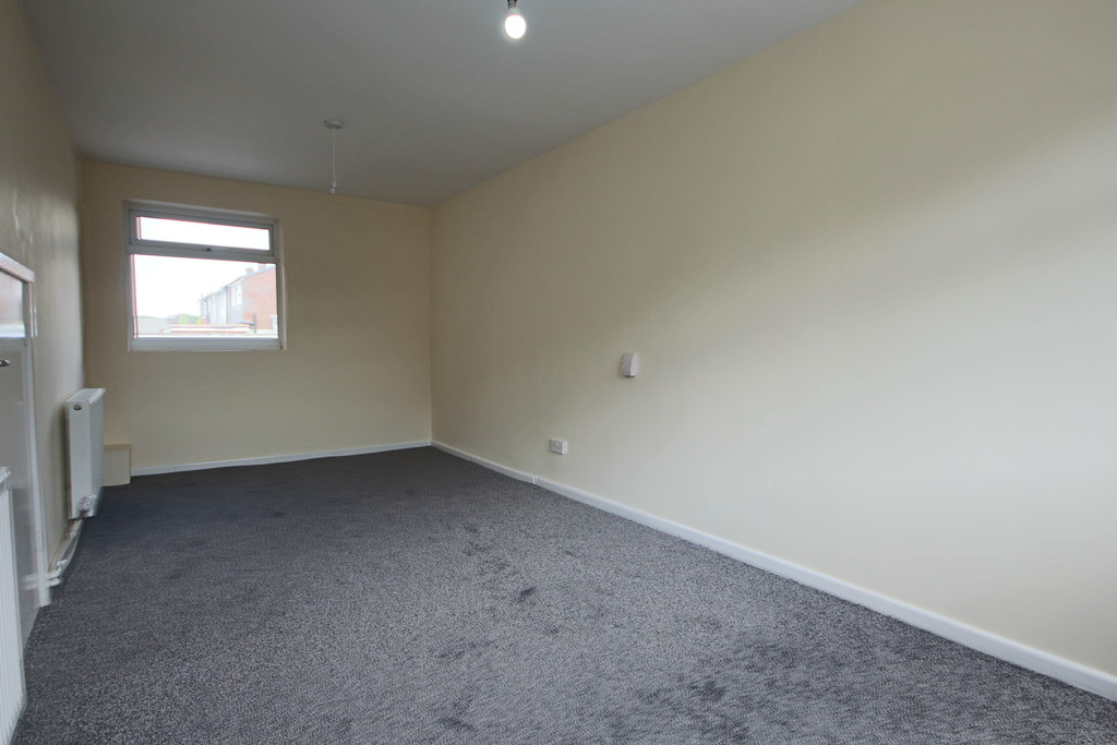 4 Bedroom Semi-detached House To Rent - Image 8