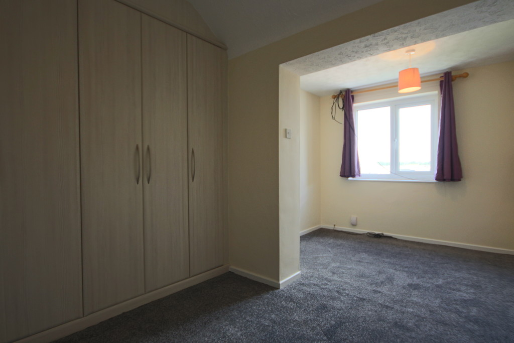 4 Bedroom Semi-detached House To Rent - Image 9
