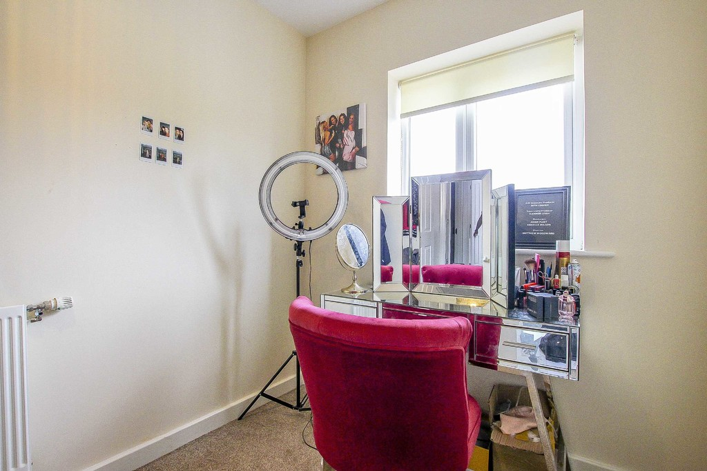 3 Bedroom Mid Terraced House To Rent - Image 18
