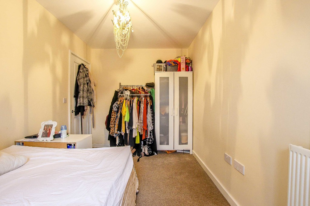 3 Bedroom Mid Terraced House To Rent - Image 20