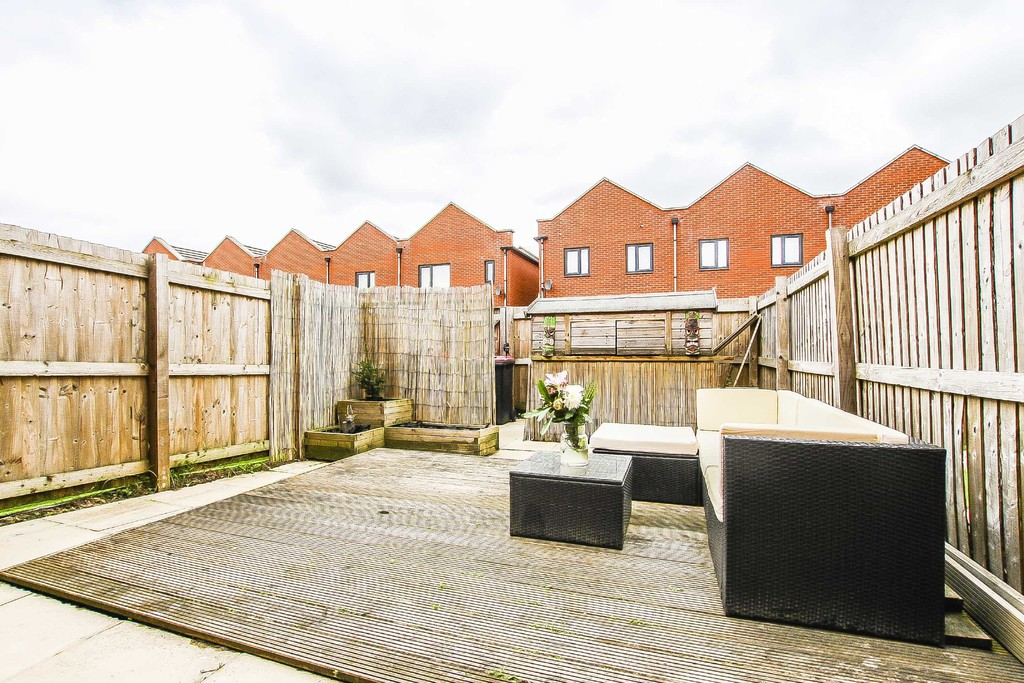 3 Bedroom Mid Terraced House To Rent - Image 22