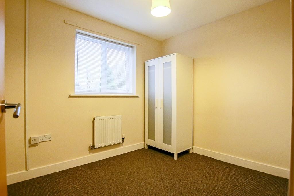 2 Bedroom Ground Floor Flat Flat To Rent - Image 9