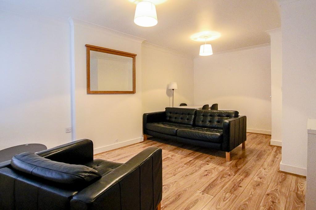 2 Bedroom Ground Floor Flat Flat To Rent - Image 13