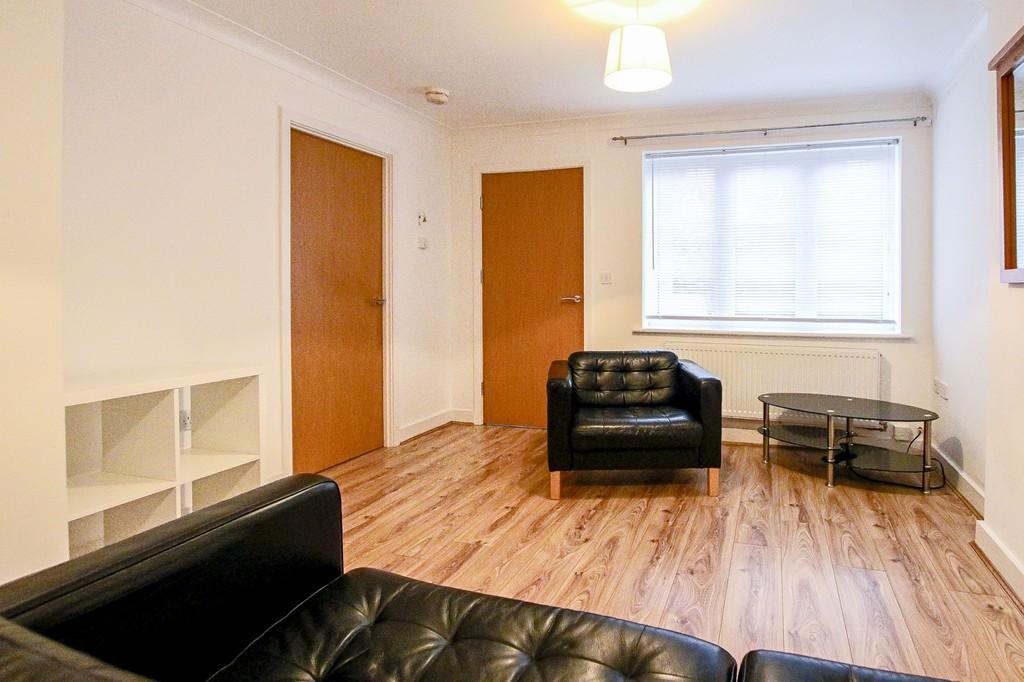 2 Bedroom Ground Floor Flat Flat To Rent - Image 14