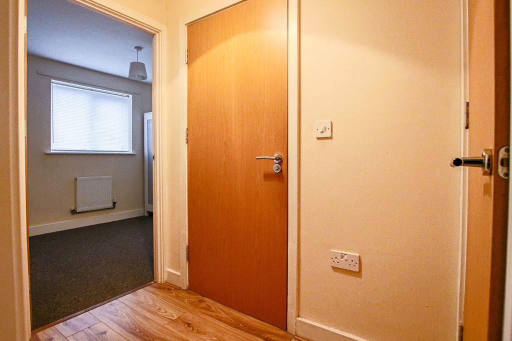 2 Bedroom Ground Floor Flat Flat To Rent - Image 8