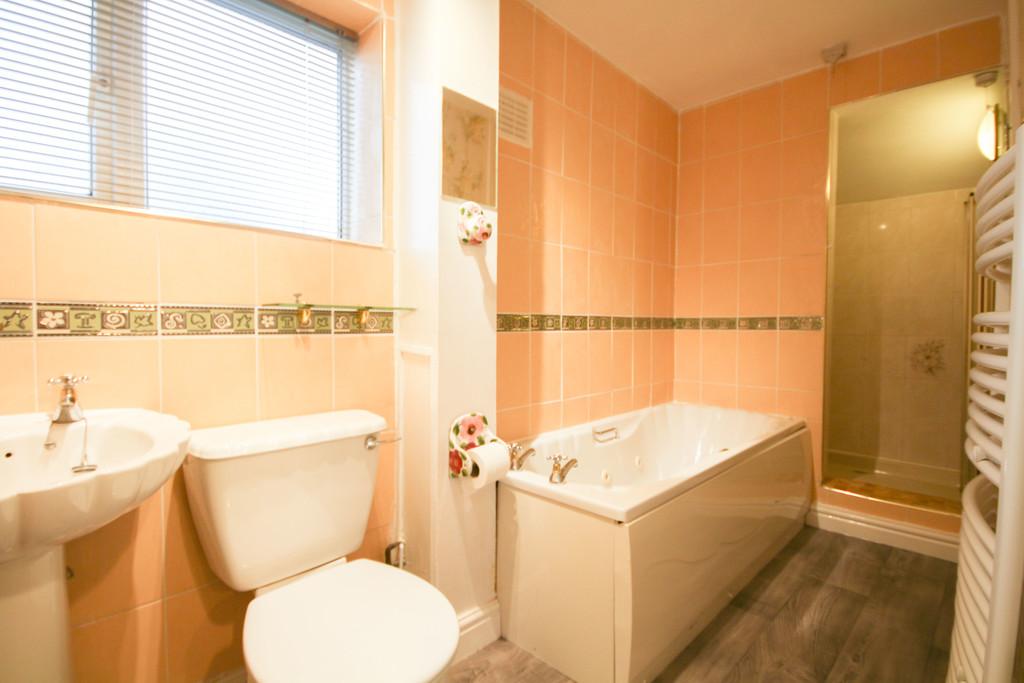2 Bedroom Semi-detached Bungalow Bungalow To Rent - Image 4