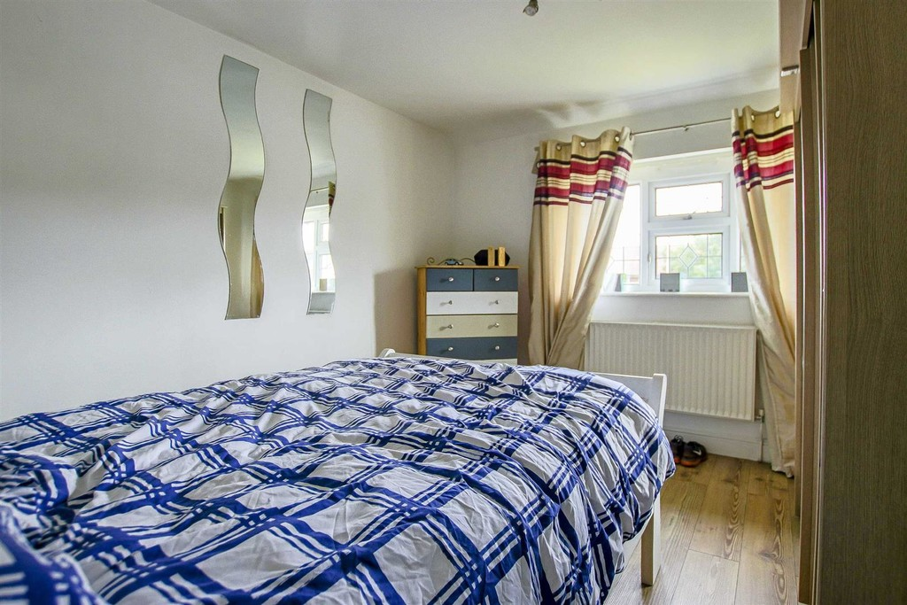3 Bedroom End Terraced House To Rent - Image 13
