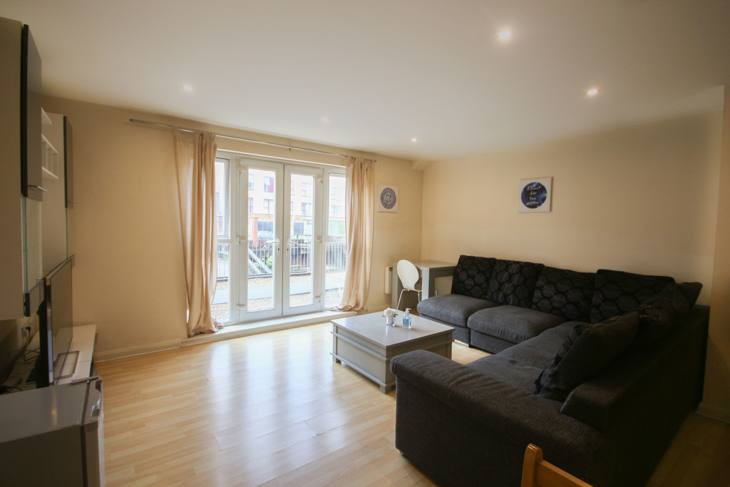 2 Bedroom Ground Floor Flat Flat To Rent - Image 2