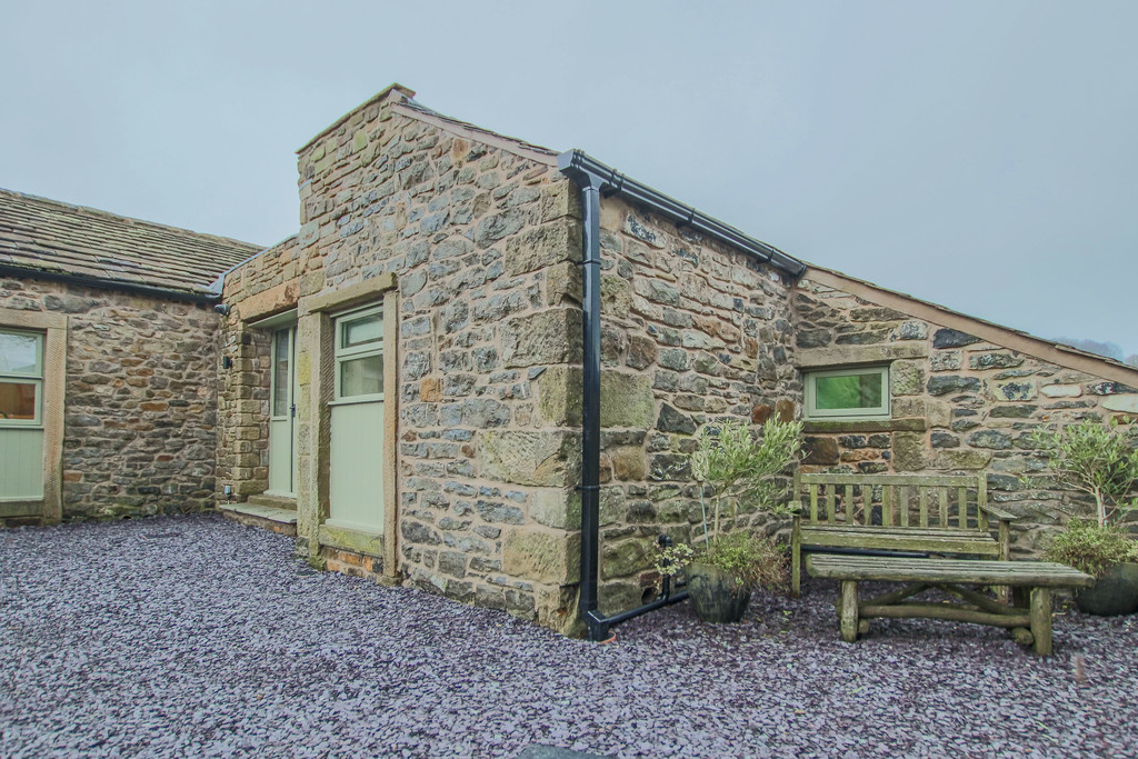 2 Bedroom Cottage House To Rent - Image 41