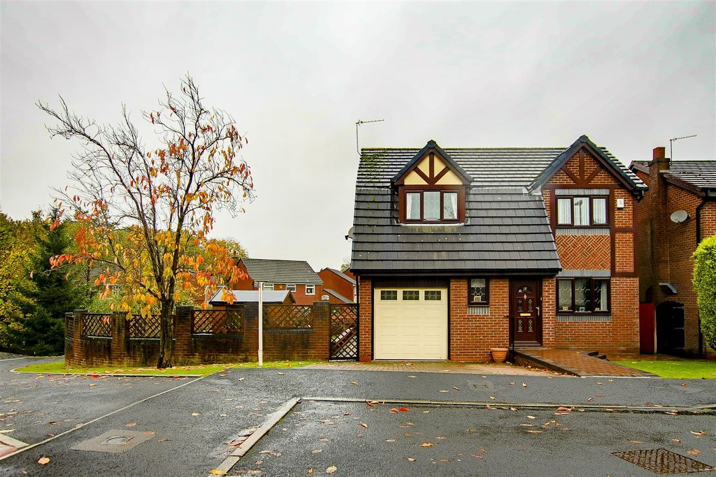 4 Bed Detached House To Rent - Main Image
