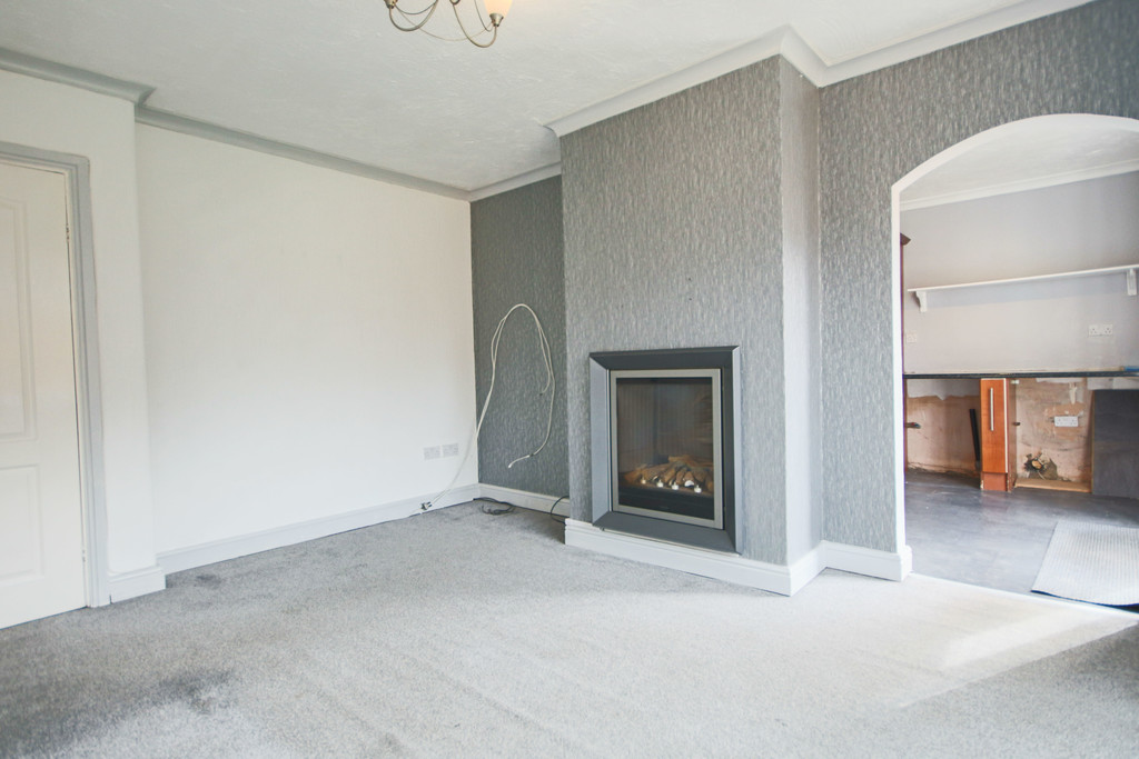 2 Bedroom Semi-detached House To Rent - Image 13