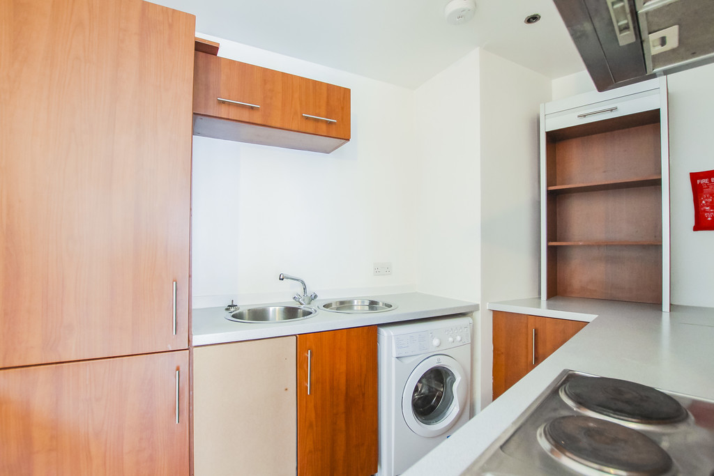 2 Bedroom Apartment Flat To Rent - Image 19