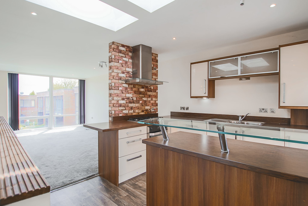 2 Bedroom Mews House To Rent - Image 10