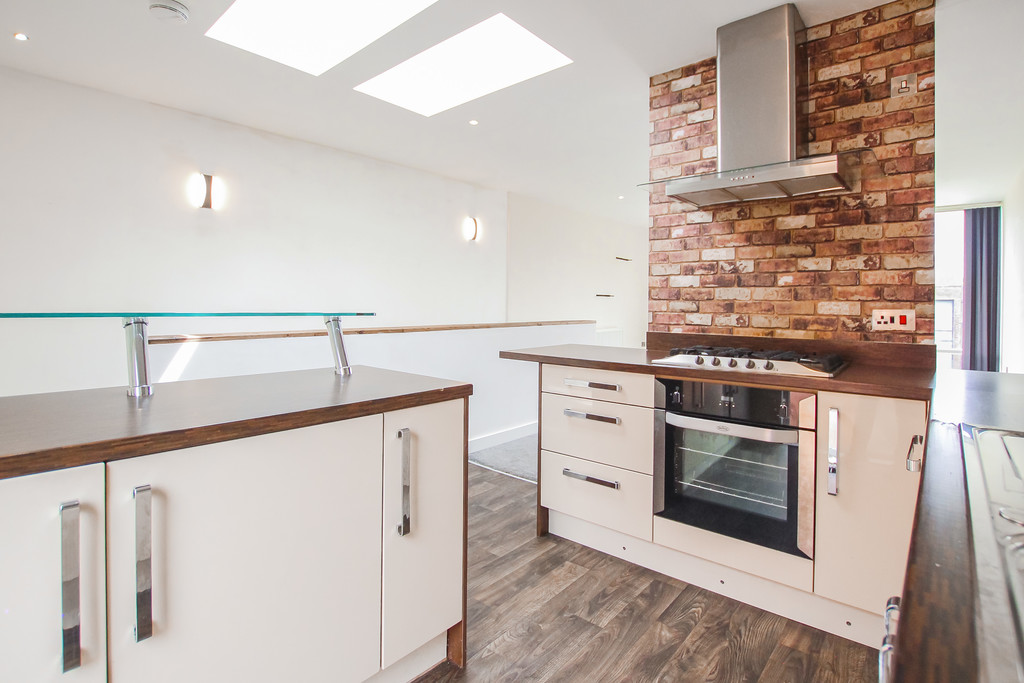 2 Bedroom Mews House To Rent - Image 17