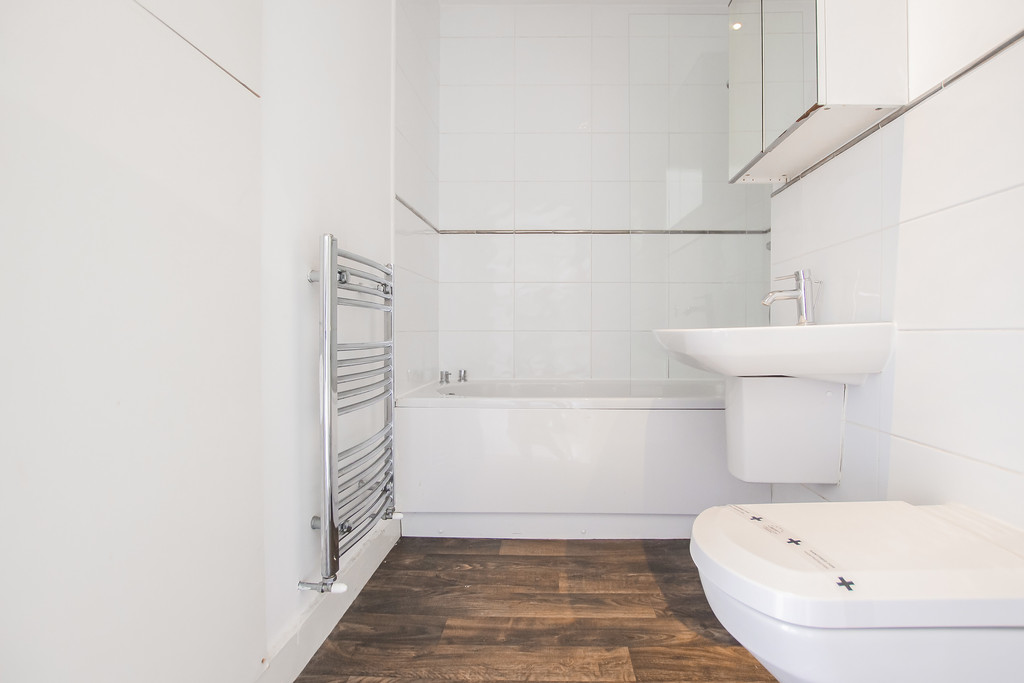 2 Bedroom Mews House To Rent - Image 33