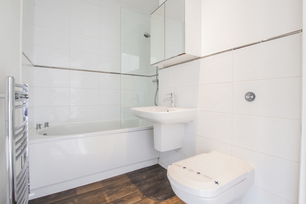 2 Bedroom Mews House To Rent - Image 6