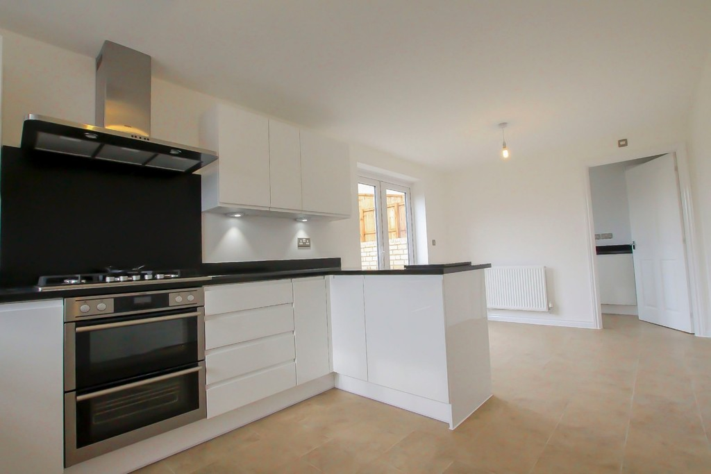 4 Bedroom Detached House To Rent - Image 20