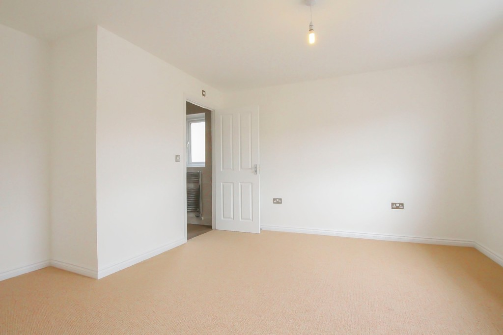 4 Bedroom Detached House To Rent - Image 9