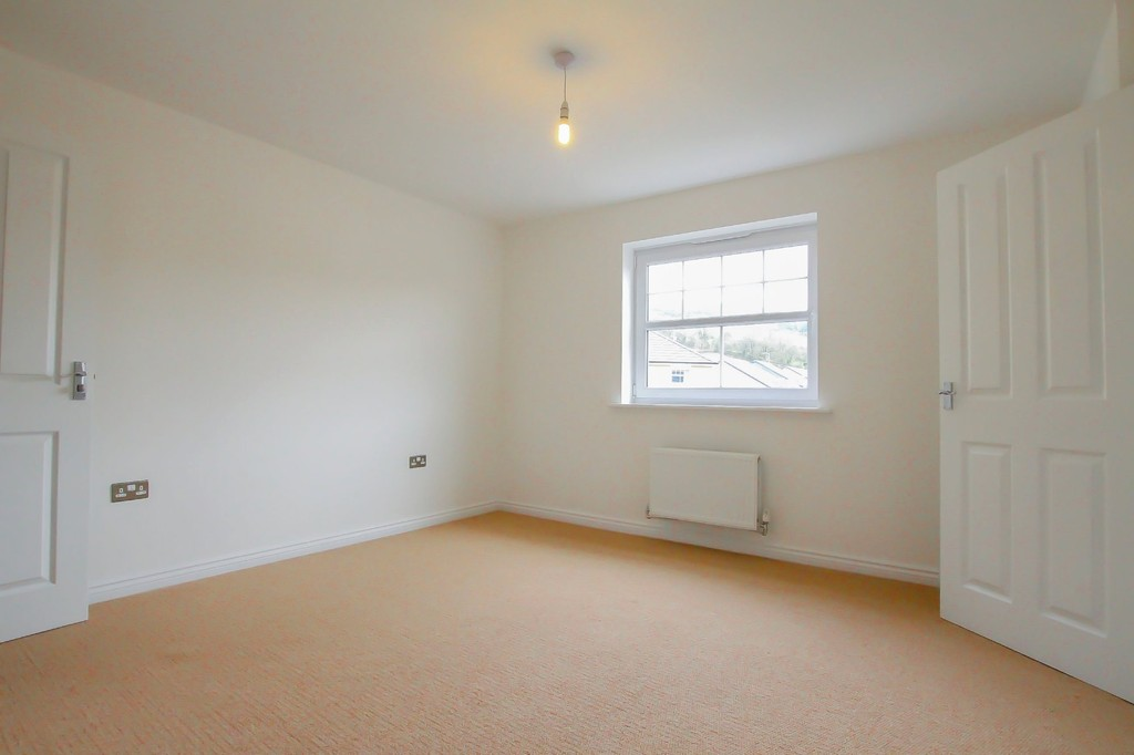 4 Bedroom Detached House To Rent - Image 8