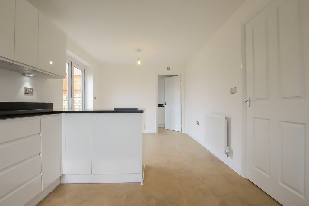 4 Bedroom Detached House To Rent - Image 24