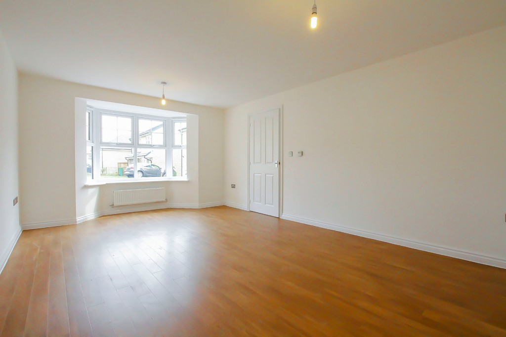 4 Bedroom Detached House To Rent - Image 3