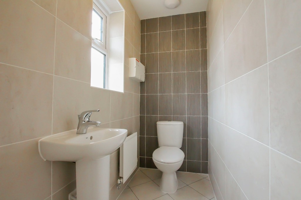 4 Bedroom Detached House To Rent - Image 16