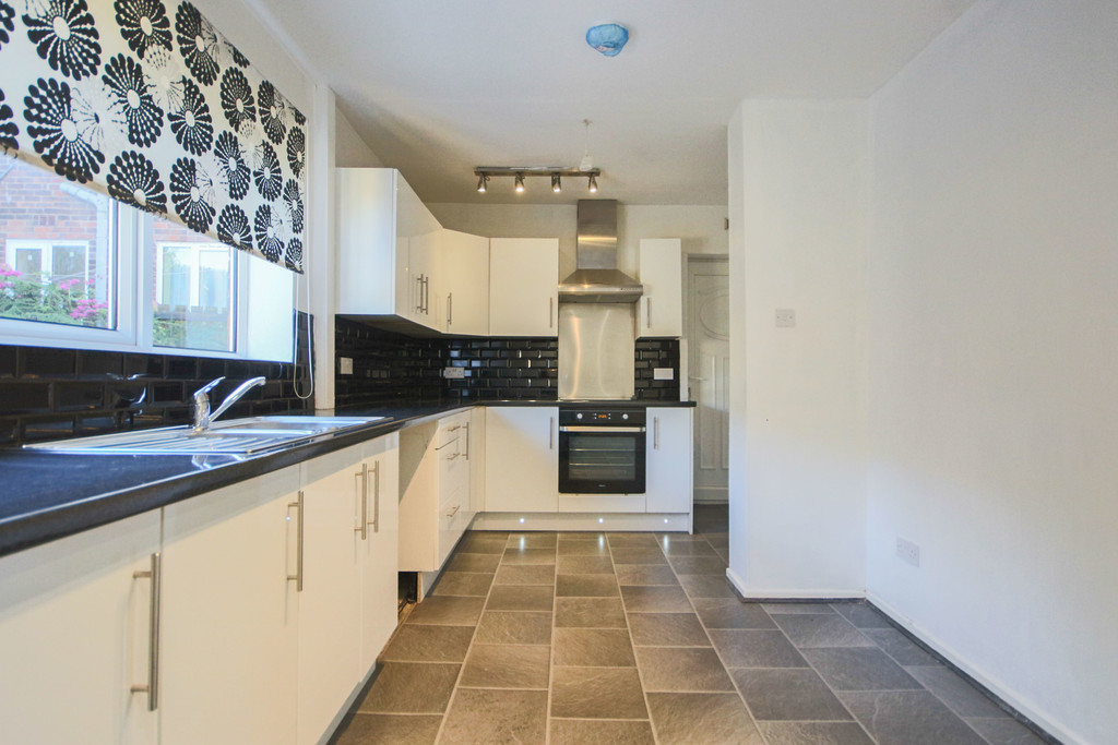 2 Bedroom Mews House To Rent - Image 8