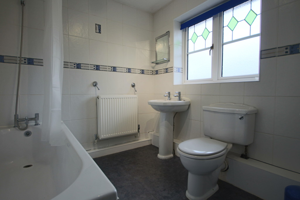 3 Bedroom Detached House To Rent - Image 11