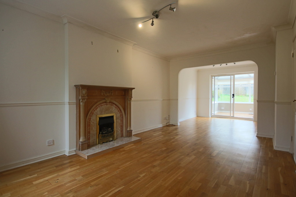 3 Bedroom Detached House To Rent - Image 2