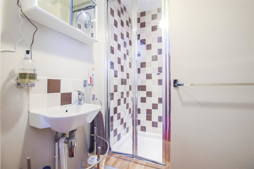 3 Bedroom Mid Terraced House To Rent - Image 28