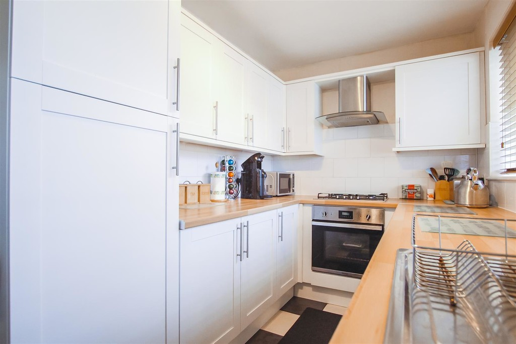 3 Bedroom Mid Terraced House To Rent - Image 30