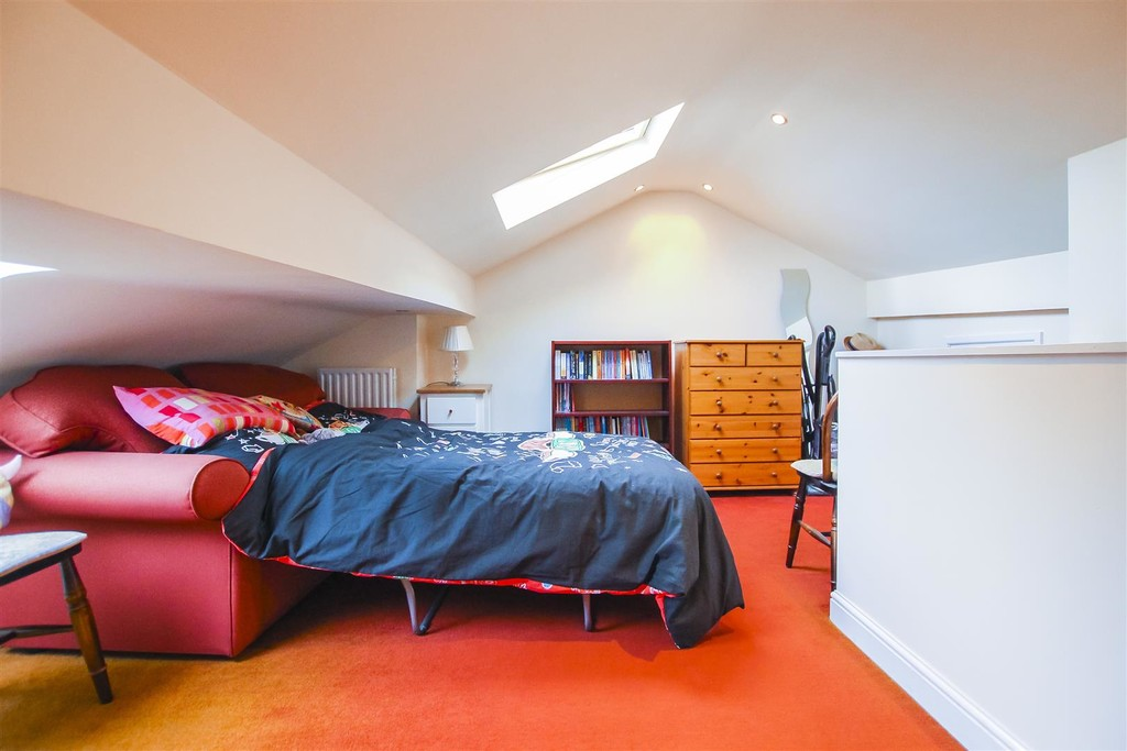3 Bedroom Mid Terraced House To Rent - Image 31