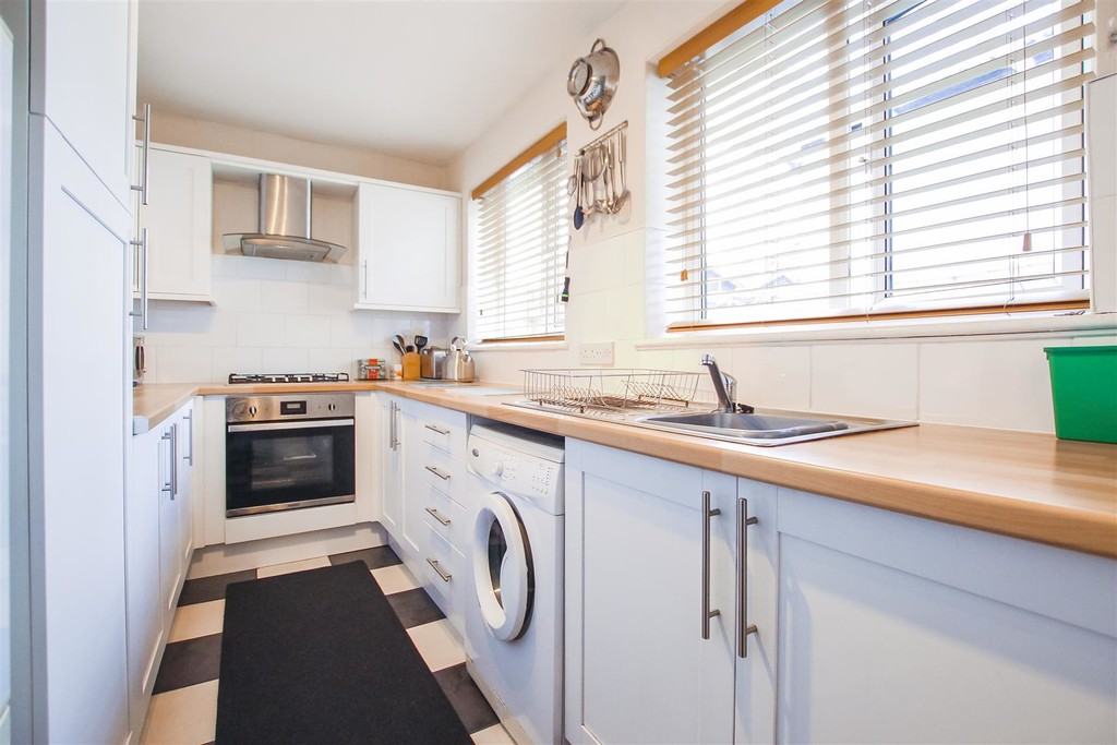 3 Bedroom Mid Terraced House To Rent - Image 24