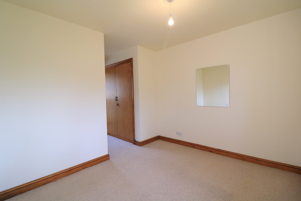 3 Bedroom Barn Conversion House To Rent - Image 17