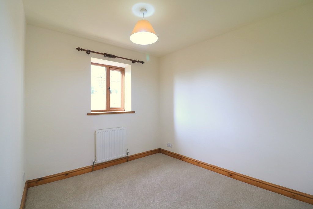 3 Bedroom Barn Conversion House To Rent - Image 18