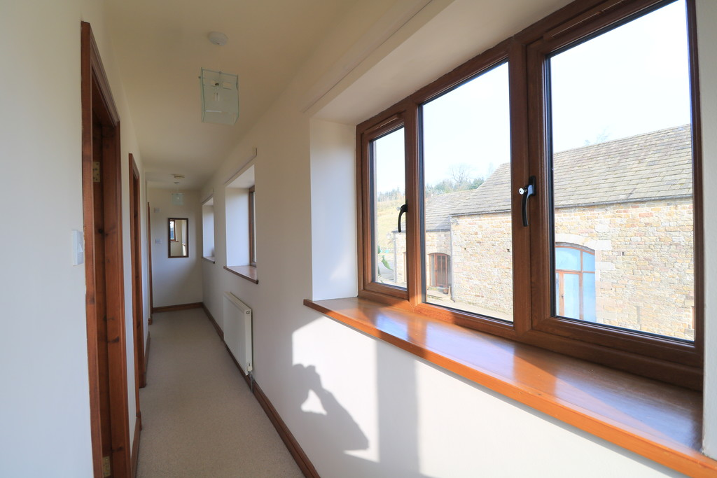 3 Bedroom Barn Conversion House To Rent - Image 12