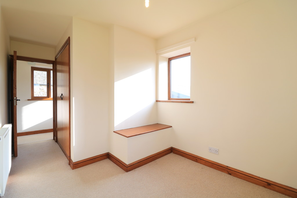 3 Bedroom Barn Conversion House To Rent - Image 11