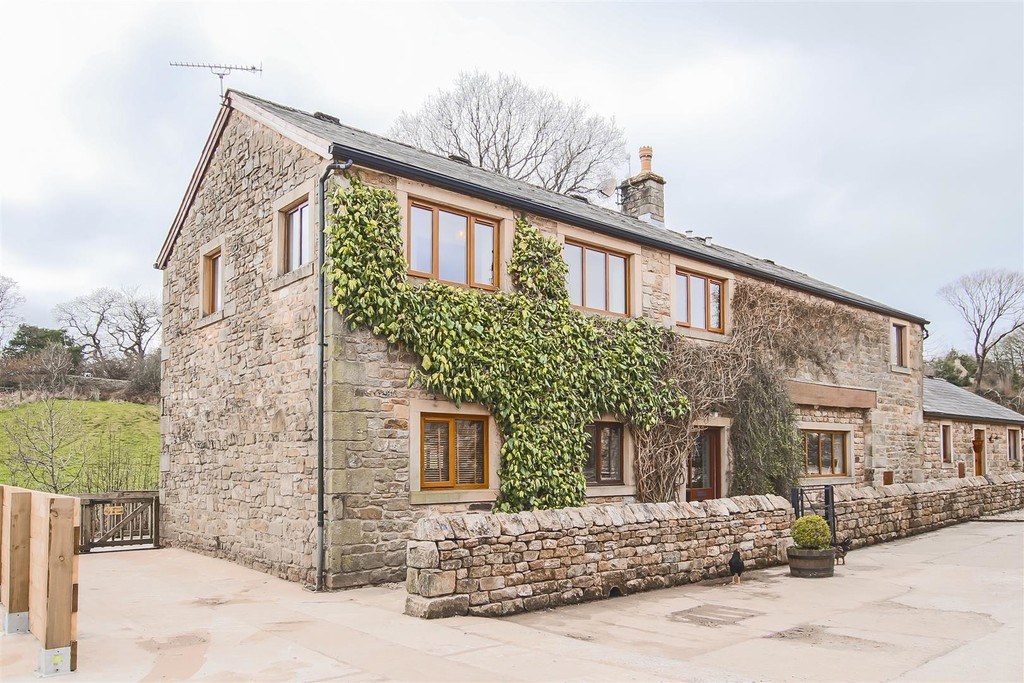 3 Bedroom Barn Conversion House To Rent - Image 1