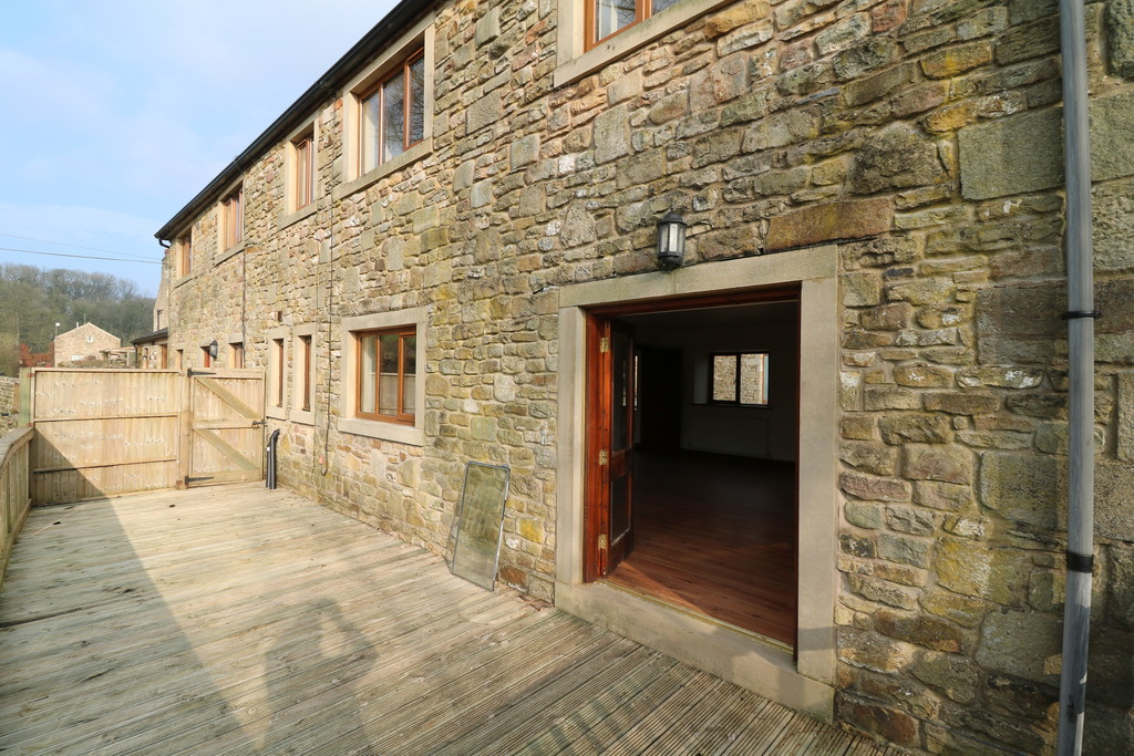 3 Bedroom Barn Conversion House To Rent - Image 22
